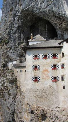 Another view of the Predjama Castle #slovenia #predjamacastle #predjamskicastle #placetovisit #travel #thingstodo #history #slovenianhistory #castleinacave #postojna #sloveniancastles #postojnacastle