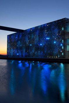 Une partie du #Mucem de nuit à #Marseille. Venez profiter de leur superbe terrasse Facade Lighting, Exterior Lighting, Lighting Design, Monuments, Im Blue, Blue Bayou, Media Wall, Blue Dream, Facade Design