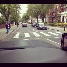 "Con Niall "" Cruzando calle Abbey! cosa legendaria!"""