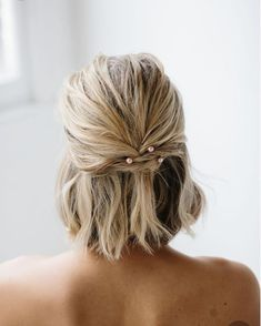 50 wedding hairstyles for short hair - Boy cut, pixie cut, short wavy bob … What bridal hairstyle for your short hair? Discover our hair - Everyday Hairstyles, Pixie Hairstyles, Short Hairstyles For Women, Cute Hairstyles, Hairstyle Ideas, Indian Hairstyles, Wedding Hairstyles For Short Hair, Natural Hairstyles, Bride With Short Hair
