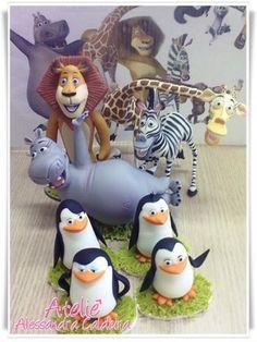 Porcelain Stories From China To Europe Info: 5959681092 Fimo Disney, Polymer Clay Disney, Polymer Clay Figures, Polymer Clay Animals, Polymer Clay Miniatures, Bolo Madagascar, Safari Cakes, Fondant Animals, Winnie