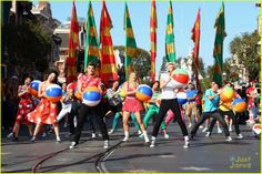 Ross Lynch & Maia Mitchell: 'Teen Beach Movie' Performance at Disney Christmas Parade! | ross lynch maia mitchell teen beach movie disney christmas parade 01 - Photo Gallery | Just Jared Jr.