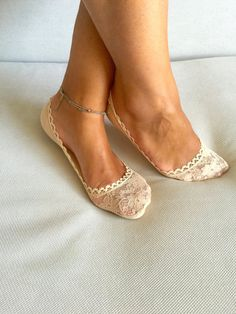 Cute and Fashionable Lace socks perfect accessory for those heels or flats.  One size fits all (36-39 for Europe),(5.5-8.5 for US)  Non showing socks