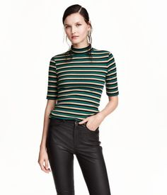 Fitted top in cotton-blend jersey with glittery threads. Mock turtleneck and short sleeves.