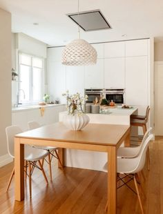 There is no question that designing a new kitchen layout for a large kitchen is much easier than for a small kitchen. Kitchen Island Dining Table, Narrow Kitchen Island, Kitchen Island Makeover, Modern Kitchen Island, Open Plan Kitchen Living Room, Kitchen Layout, Interior Design Kitchen, Home Kitchens, Kitchen Remodel