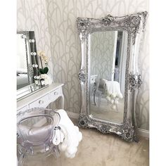 Dressing room goals with Diaz Hollywood Mirror. Dressing Room Mirror, Closet Mirror, Dressing Room Design, Dressing Area, Dressing Rooms, Dressing Table, Hollywood Mirror, Decor Interior Design, Furniture Design