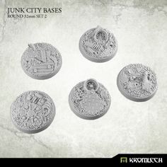 This set contains 5 round 32mm scenic bases. Junk City theme.