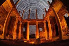 Η οικία του Ερμή στη Δήλο (που ήταν ίσως κατοικία μιας συντεχνίας εμπόρων που λειτουργούσε στο νησί μεταξύ του 3ου και 1ου π.Χ. αιώνα) σε πλήρη αρμονία με τα άστρα του Βορρά σε μια φωτογράφιση που διήρκεσε 3 1/2 ώρες. Φωτογραφία Λουκάς Χαψής
