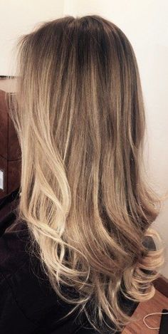 This is the perfect blend from a brunette to a blonde that is still subtle looking