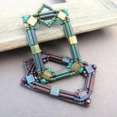 Picture Frame Beadwoven Pendant from La Bella Joya Beaded Earrings, Beaded Jewelry, Handmade Jewelry, Jewellery, Jewelry Patterns, Beading Patterns, Bead Crafts, Jewelry Crafts, Jewelry Ideas