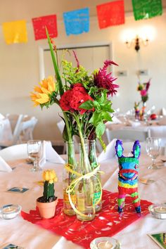 These table decorations are so perfect and wonderfully whimsical.