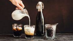 Zbraň proti virózám: Vyrobte si skvělou bezinkovou šťávu a likér! Home Canning, Cocktails, Drinks, Destiel, V60 Coffee, Marsala, Wine Decanter, Latte, Barware