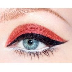 No, it's not office appropriate make-up look. I'm beginning to throw Halloween make-up ideas at you. How about this color-block eyeliner. Makeup Tips, Beauty Makeup, Hair Makeup, Hair Beauty, Makeup Ideas, Geisha Makeup, Red Makeup, Eyeliner Makeup, Red Eyeshadow