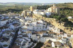 Fotos: Los 10 pueblos más bonitos de Andalucía, según los lectores de EL PAÍS | El Viajero | EL PAÍS Sierra Nevada, Native American Map, Andalucia, Mountain Range, Paris Skyline, Most Beautiful, Street, Travel, Rock