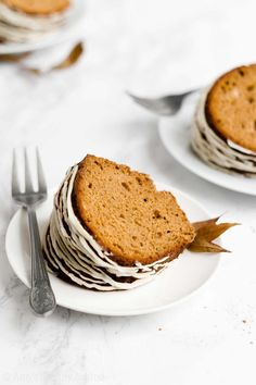 BEST Ever Easy Healthy Gluten Free Classic Gingerbread Bundt Cake with Glaze Healthy Gingerbread Cookies, Gluten Free Gingerbread, Gingerbread Cake, Gingerbread Houses, Healthy Apple Crumble, Healthy Pumpkin, Healthy Baking, Healthy Desserts, Oatmeal Cookies
