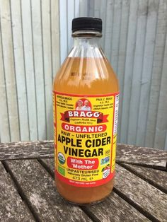 Washing your face and skin with apple cider vinegar can do some pretty incredible things. Here's how - and why - you should give it a go. Apple Cider Vinegar Cellulite, Apple Cider Vinegar Remedies, Apple Cider Vinegar For Skin, Unfiltered Apple Cider Vinegar, Apple Cider Vinegar Benefits, Apple Cider Vinigar, Apple Benefits, Health Benefits, Honey Benefits