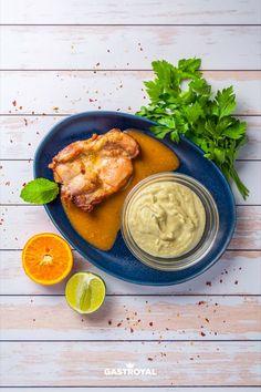 Ropogósra sült konfitált csirkecombfilé, zöldfűszeres kelbimbómártás #food #fooddelivery #gastroyal #chickenlegs