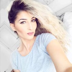lufymakes you up Youtubers, Hairstyle, T Shirts For Women, Long Hair Styles, Tik Tok, People, France, Beauty, Fashion