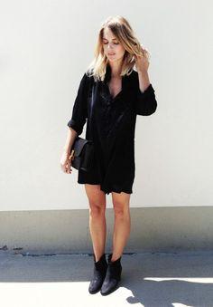 Black on black on black. // #StreetStyle #Casual