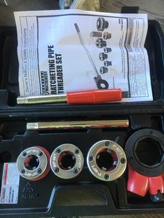 """CENTRAL MACHINERY 1/2"""" -1"""" RATCHETING PIPE THREADER SET ITEM NO. 62353 W/CASE #CENTRALMACHINERY"""