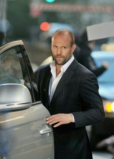 Jason Statham is one of my favorite action movie stars :) Jason Statham, Photo Souvenir, Guy Ritchie, Kelly Brook, Martial Artist, Rosie Huntington Whiteley, Famous Men, Famous People, Good Looking Men