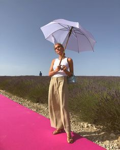 Jacquemus Spring Summer All the fashion girls were there - ELLE. Kaia Gerber, Gwyneth Paltrow, Instagram Outfits, Instagram Fashion, Helmut Lang, Jennifer Aniston, Petite Fashion, French Fashion, Sandro