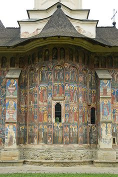 The monastery of Moldovita, in Bukovina, Romania~☆~ Places To Travel, Places To See, Fresco, Europe Centrale, Cathedral Church, Christian Church, Place Of Worship, Ancient Architecture, Sacred Art