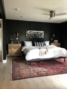Black Rooms, Black Walls, Black Bedroom Walls, Black Bedroom Design, Black Bedroom Decor, Black Painted Walls, Black White Bedrooms, Dark Master Bedroom, Dream Bedroom