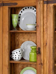 Pop-Out Polka-Dots---I love these polka dot dishes!