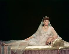 Anne Baxter in The Ten Commandments (1956). The costume design was in charge of Edith Head, Dorothy Jeakins, Arnold Friberg and Ralph Jester.