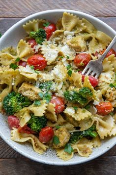 Bow Pasta Recipes, Chicken Pesto Recipes, Broccoli Recipes, Turkey Recipes, Recipes Using Pesto, Baked Broccoli Recipe, Basil Recipes, Chicken Meals, Chicken Tomato Pasta