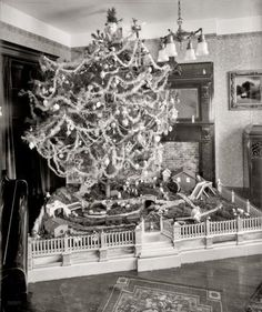 Love the white fence - vintage Christmas Photo ~ George Barkhausen's Christmas tree surrounded by a train village scene. Vintage Christmas Photos, Antique Christmas, Retro Christmas, Vintage Holiday, Christmas Pictures, Vintage Photos, Vintage Cards, Old Time Christmas, Ghost Of Christmas Past