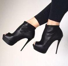 Black Ankle Boots, Heels, Fashion, Moda, Black Booties, Short Black Boots, High Heels, Fasion, Fashion Illustrations