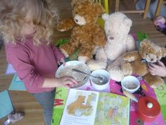 The Imagination Tree: Goldilocks and the Three Bears Dramatic Play Traditional Tales, Traditional Stories, Rhyming Preschool, Spring Toddler Crafts, Fairy Tales Unit, Role Play Areas, Fairy Tale Theme, Goldilocks And The Three Bears, Imagination Tree