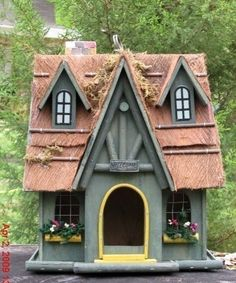 LARGE VINTAGE STYLE WELCOMING BIRDHOUSE WITH A BEAM TRIM ROOF AND LOVELY ACCENTS #Vintage