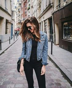 15 Cheap Blue Denim Jacket Outfit Ideas for Fall - Outfits Blue Denim Jacket Outfit, Jean Jacket Outfits, Outfit Jeans, Jacket Style, Denim Jacket Fashion, Jean Jacket With Jeans, Denim Jacket How To Wear A, Denim Jacket Black Jeans, Denim Ootd