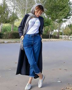 persian/iranian girl street style Iranian Women Fashion, Muslim Fashion, Hijab Fashion, Jeans Fashion, Star Fashion, Daily Fashion, Girl Fashion, Street Style Summer, Street Style Women
