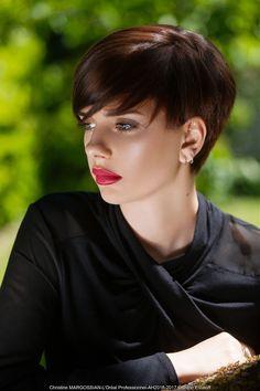 Christine Margossian - Chic Short Bob IT Look AH 2016 - 2017 #christinemargossian #shortbob #bob #haircuts #brownhair #каштановые #волосы #боб #стрижки  Hair: Christine Margossian Photography: bruno Estatoff Make-up: Valérie Dumond Styling: MC Line