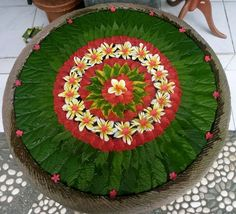 was outside a shop in Bali as it appears that decoration and presentation are so much part of the Balinese culture. Rangoli Designs Flower, Rangoli Ideas, Colorful Rangoli Designs, Rangoli Designs Diwali, Flower Rangoli, Rangoli Patterns, Diwali Rangoli, Thali Decoration Ideas, Diy Diwali Decorations