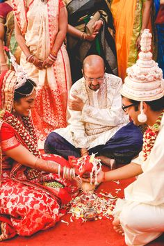 Things You Should Keep in Mind When Attending a Bengali Wedding! Desi Wedding Decor, Indian Wedding Bride, Bengali Wedding, Bengali Bride, India Wedding, South Indian Weddings, Big Fat Indian Wedding, Indian Bridal, Wedding Couples