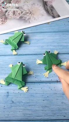 Paper Folding Crafts, Paper Flowers Craft, Paper Crafts For Kids, Diy For Kids, Instruções Origami, Origami Videos, Paper Crafts Origami, Hand Art Kids, Anime Crafts