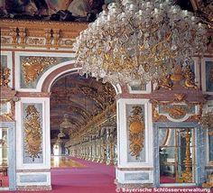 Blick zur Spiegelgalerie im Neuen Schloss Herrenchiemsee in Chiemsee