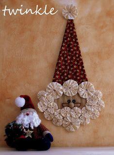 TWINKLE PATCHWORK: yoyoyooo !!! Christmas Craft Projects, Christmas Items, Christmas Art, Handmade Christmas, Holiday Crafts, Christmas Decorations, Christmas Ornaments, Homemade Ornaments, Felt Ornaments