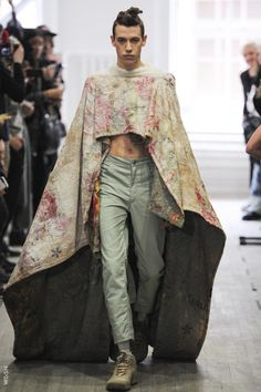 http://www.wgsn.com/catwalk_gallery/#gender=2&season=0&city=0&show=18136
