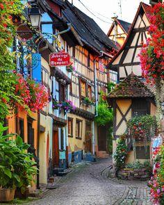 Eguisheim, Alsace, France / @esraksnk