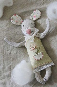 33 Ideas Sewing Toys Animals Mice For 2019 Felt Crafts, Fabric Crafts, Sewing Crafts, Sewing Projects, Doll Patterns, Sewing Patterns, Bear Patterns, Fabric Animals, Fabric Toys