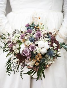 Completa tu look de boda con este prescioso ramo. Delight the groom with this special #bouquet of flowers Check other #wedding tips in our boards