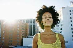 Las afirmaciones más poderosas para manifestar en su vida: Meditar y visualizar con afirmaciones ayuda a atraer sus deseos a la realidad.