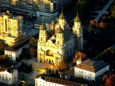 Do you know what is the #reason for which The Metropolitan Cathedral of #Moldova and #Bucovina from #Iași, #Romania, has four towers? To be more easily identified by the merchants or those who visited Iași in the old #days. It is the only #church in this #city, built on a rectangular plan.