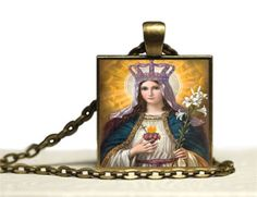 This religious 1 bronze glass tile pendant necklace has a Catholic image of the Immaculate Heart of Virgin Mary.  The paper laser printed image has been carefully sealed and adhered to a glass tile and bronze pendant tray. There is a 24 bronze chain that has a lobster clasp.  This is a made to order. Please allow 3 days.  This would be a wonderful handmade affordable Christian jewelry gift.  Please do not wear the pendant into the shower. It is not waterproof.